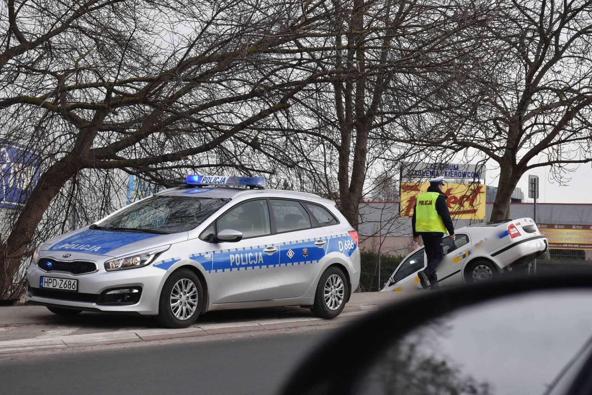 dsc 3513 Zamość: Uderzył taksówką w mur cmentarza
