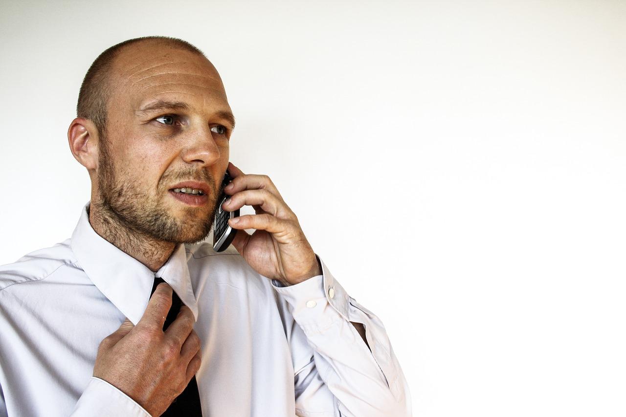 businessman 1439049 1280 Nowy telefon za pożyczone pieniądze? To bardzo częsta praktyka