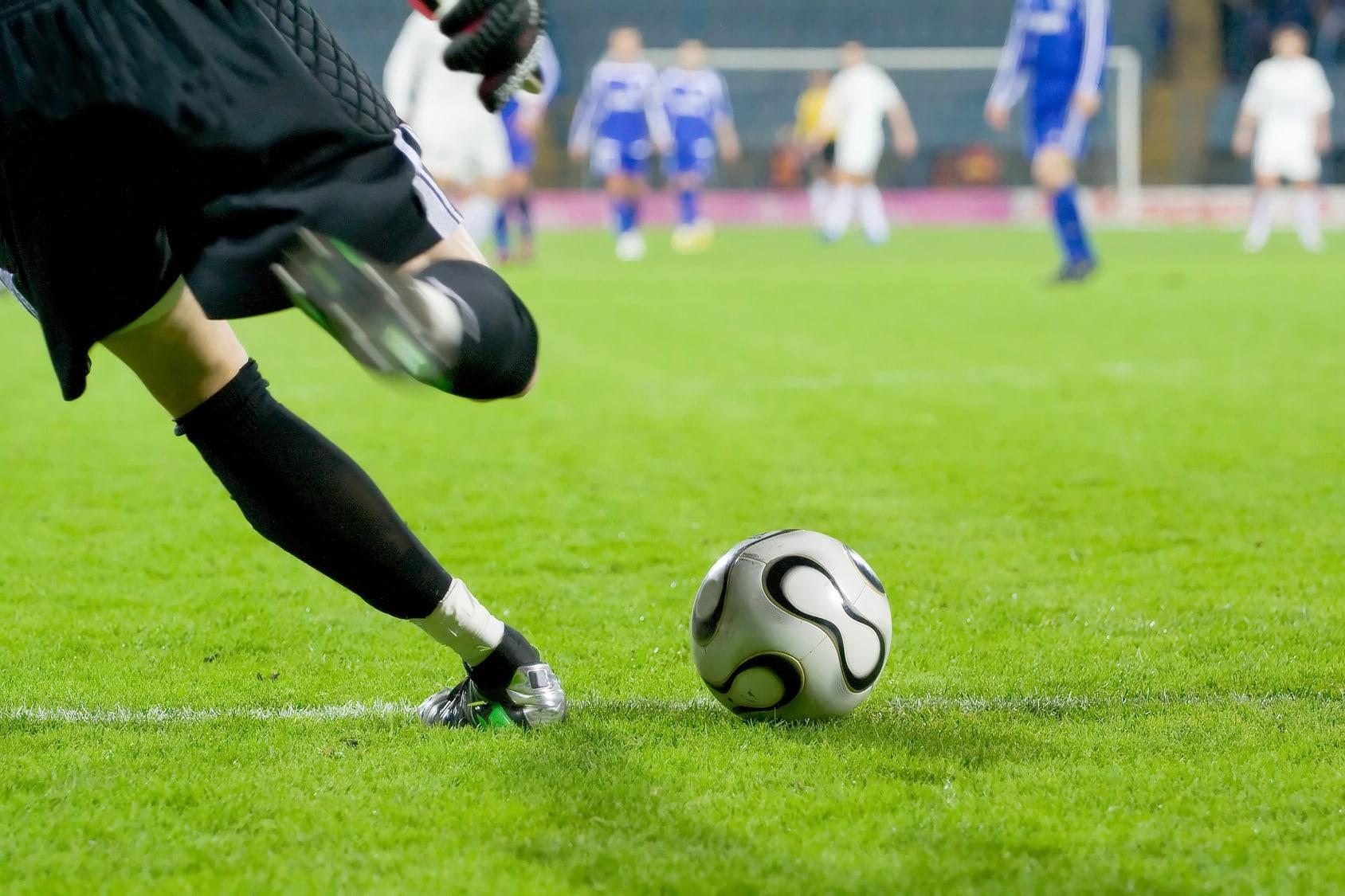 1827635 Legalni bukmacherzy grają z klubami PKO Ekstraklasy – kto kogo wspiera?