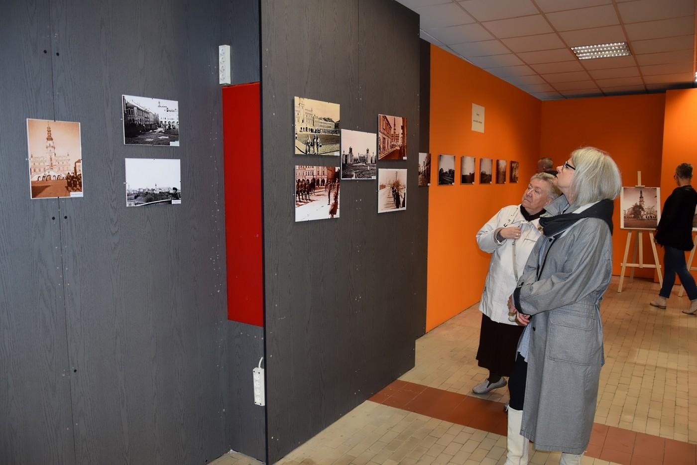 """10 """"Zamość dawniej i dziś"""". Wystawa fotografii w DT"""