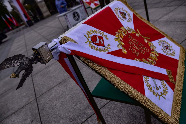 2 lbot sztandar 1 Prezydent Andrzej Duda wręczył sztandary wojskowe