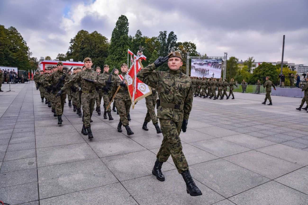2 lbot sztandar 2 Prezydent Andrzej Duda wręczył sztandary wojskowe