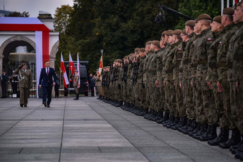 2 lbot sztandar 3 Prezydent Andrzej Duda wręczył sztandary wojskowe