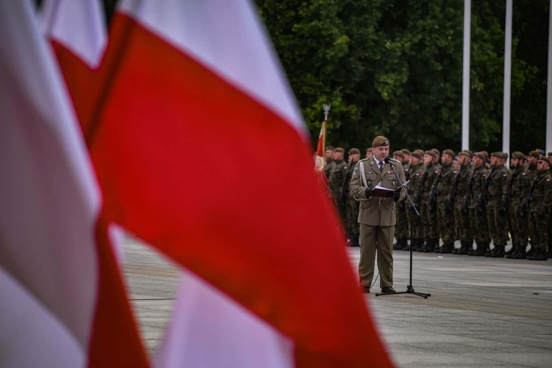 2 lbot sztandar 4 Prezydent Andrzej Duda wręczył sztandary wojskowe