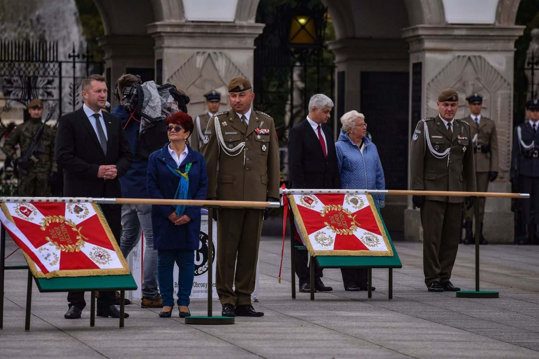 2 lbot sztandar 5 Prezydent Andrzej Duda wręczył sztandary wojskowe