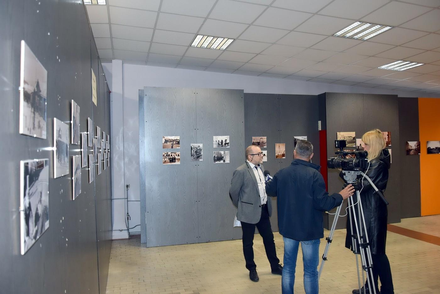 """3 3 """"Zamość dawniej i dziś"""". Wystawa fotografii w DT"""