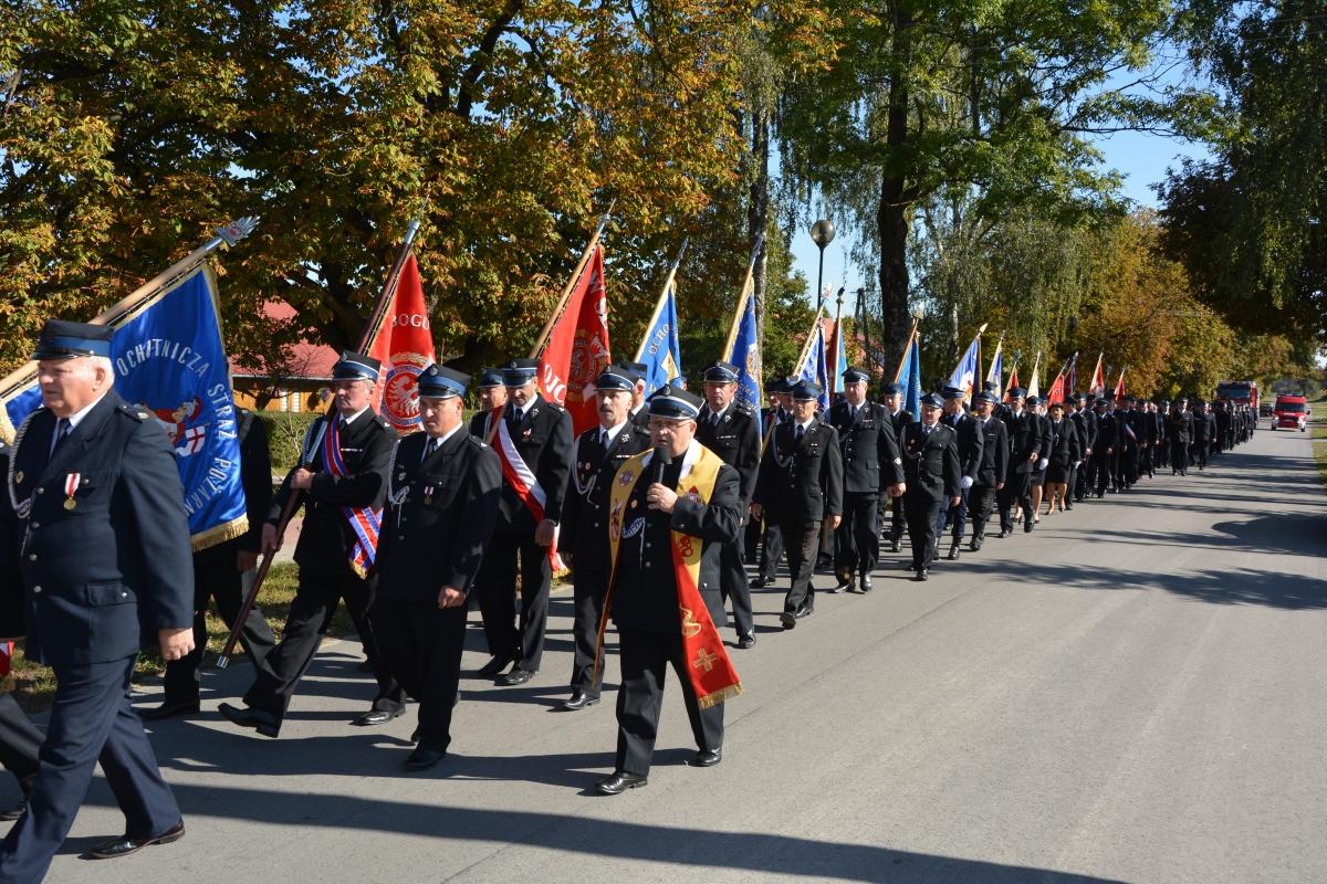 dsc 0040 Strażacy z Zamojszczyzny pielgrzymowali do Krasnobrodu [ZDJĘCIA]