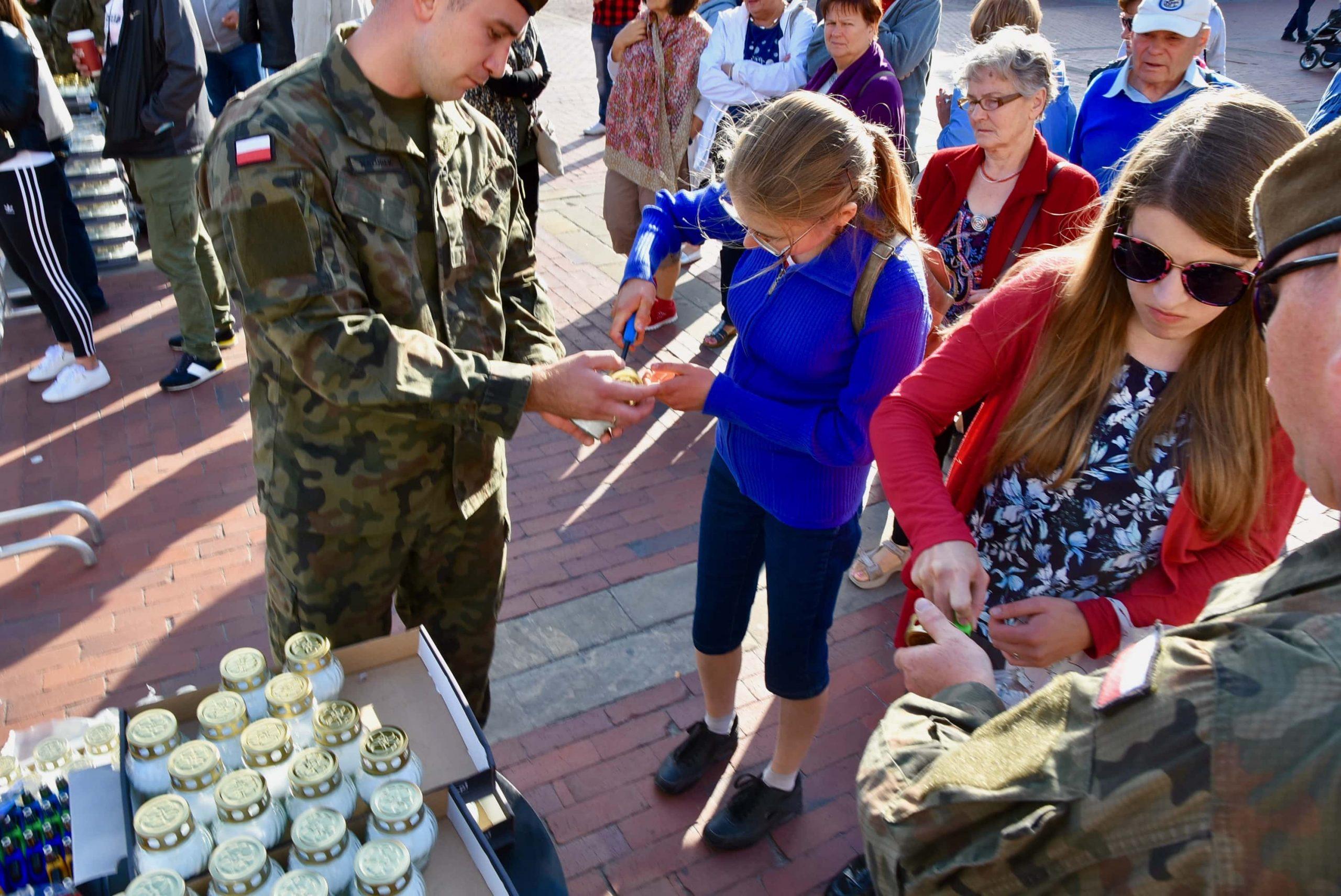 dsc 7199 scaled Tyle zniczy ilu zamordowanych w Katyniu (dużo zdjęć)