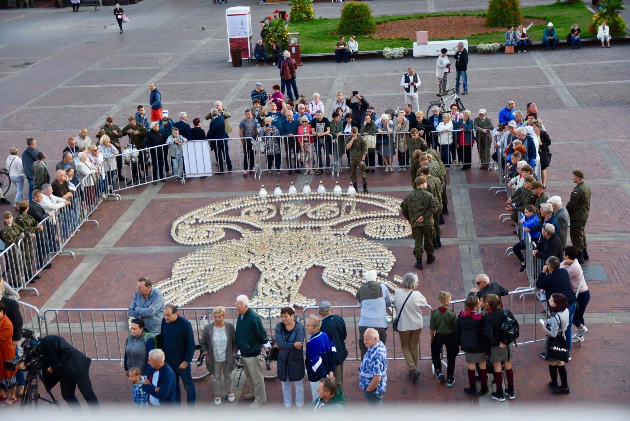 dsc 7329 Tyle zniczy ilu zamordowanych w Katyniu (dużo zdjęć)