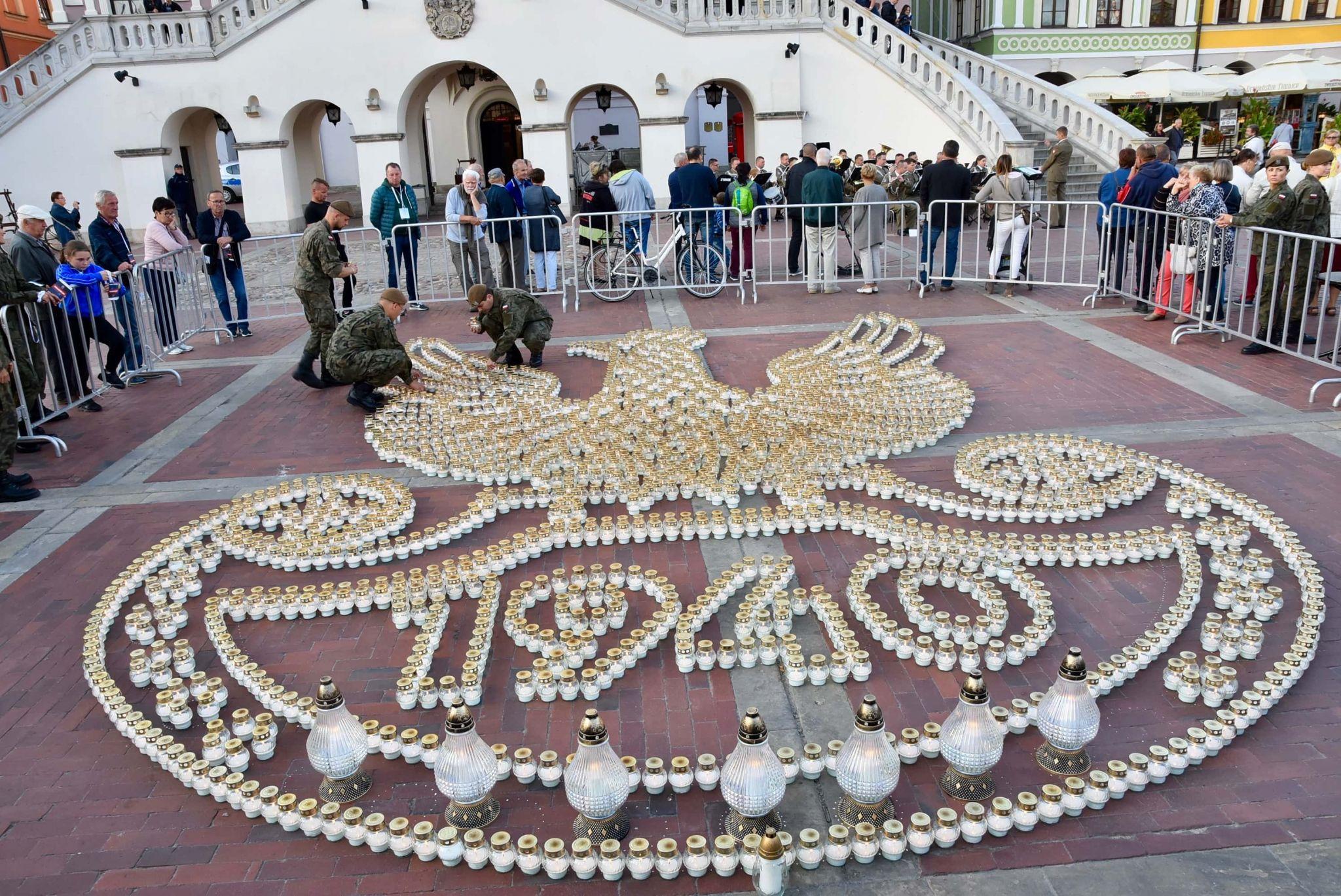 dsc 7348 Tyle zniczy ilu zamordowanych w Katyniu (dużo zdjęć)