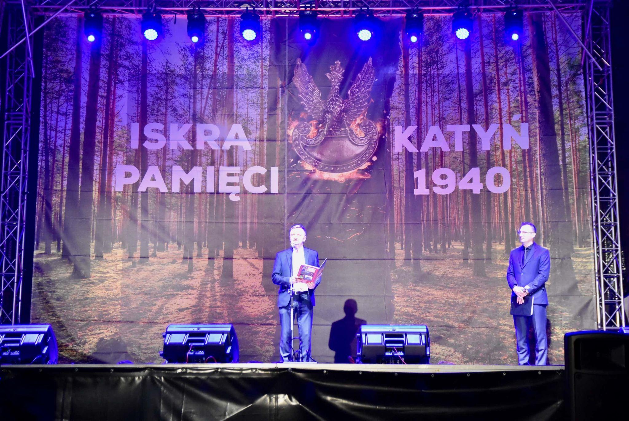 dsc 7603 Tyle zniczy ilu zamordowanych w Katyniu (dużo zdjęć)