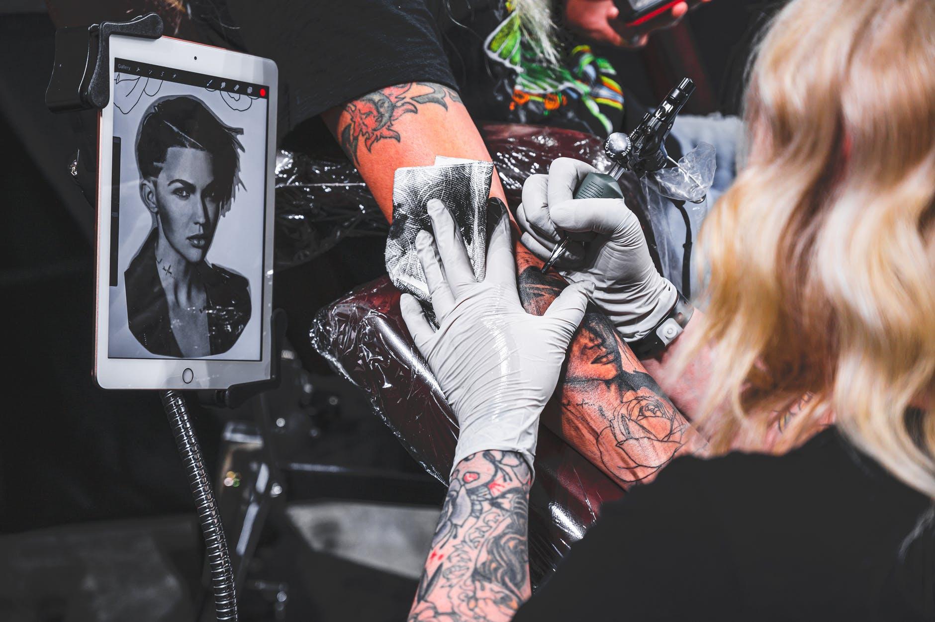 pexels photo 2865412 Zamość: Święto fanów tatuaży. II Zamojska Konwencja Tatuażu już we wrześniu