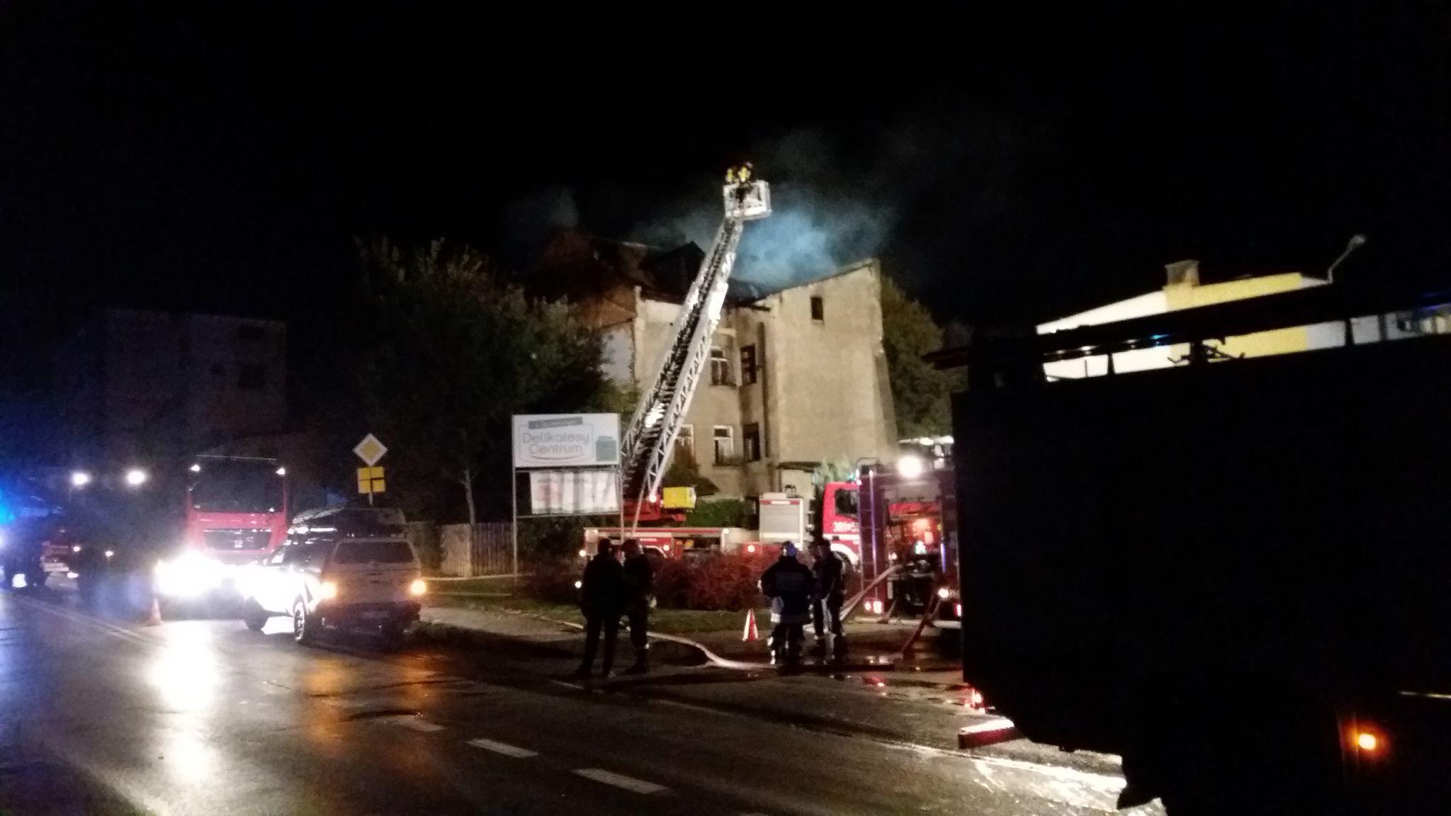 20191002 001705 Pożar budynku (zdjęcia)