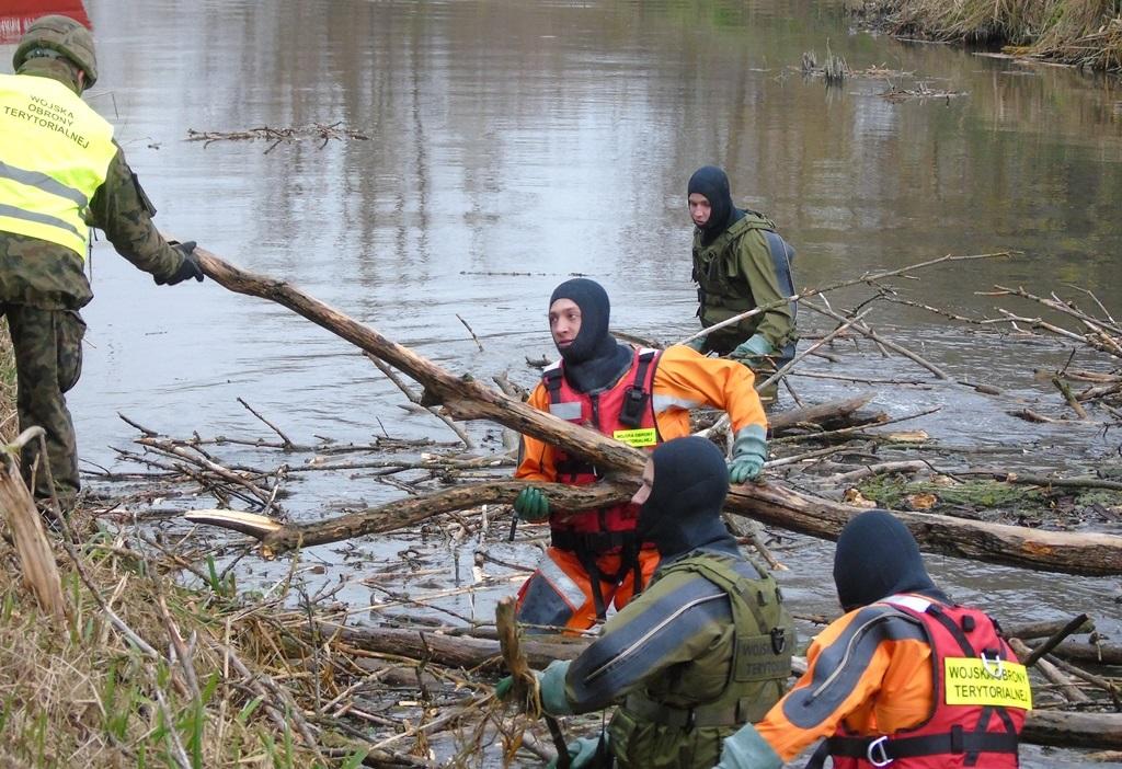 2lbot huczwa19 4 Terytorialsi ćwiczyli ze strażakami w Hrubieszowie [ZDJĘCIA]