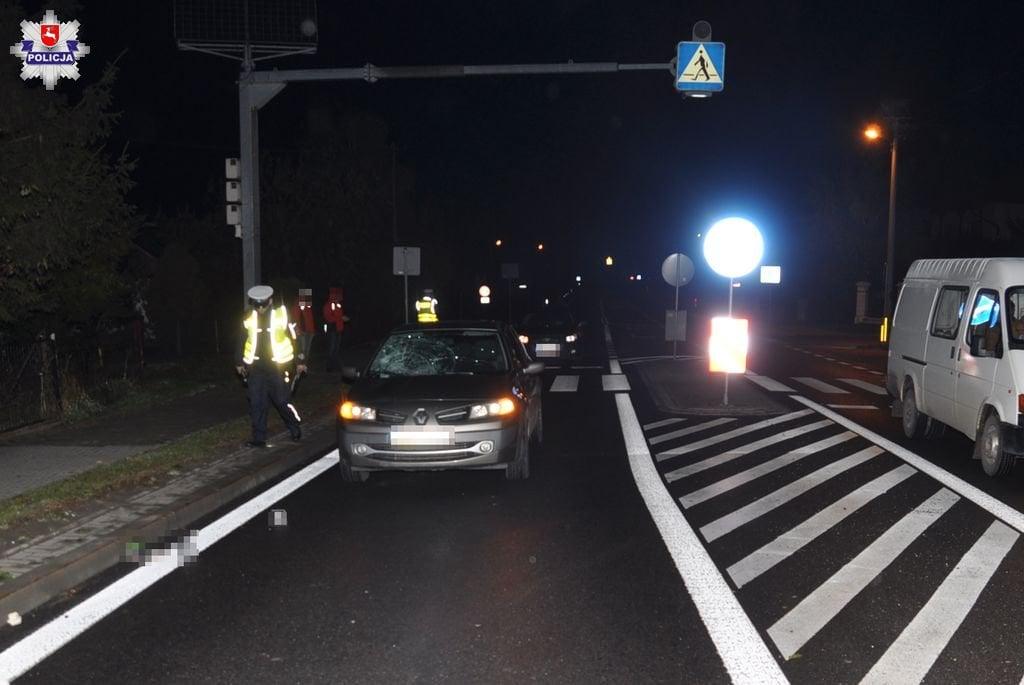 68 155929 Przechodził przez jezdnię, został potrącony przez samochód.