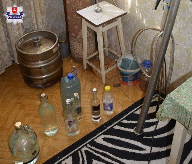 68 155942 Zamość: Nielegalna produkcja alkoholu w mieszkaniu 74-latka