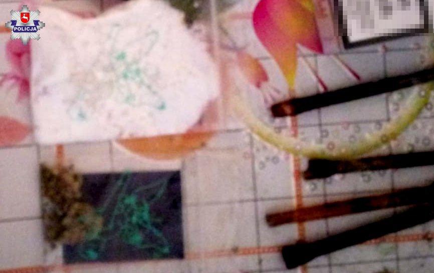 68 157226 Narkotyki ukrył pomiędzy zupkami w proszku