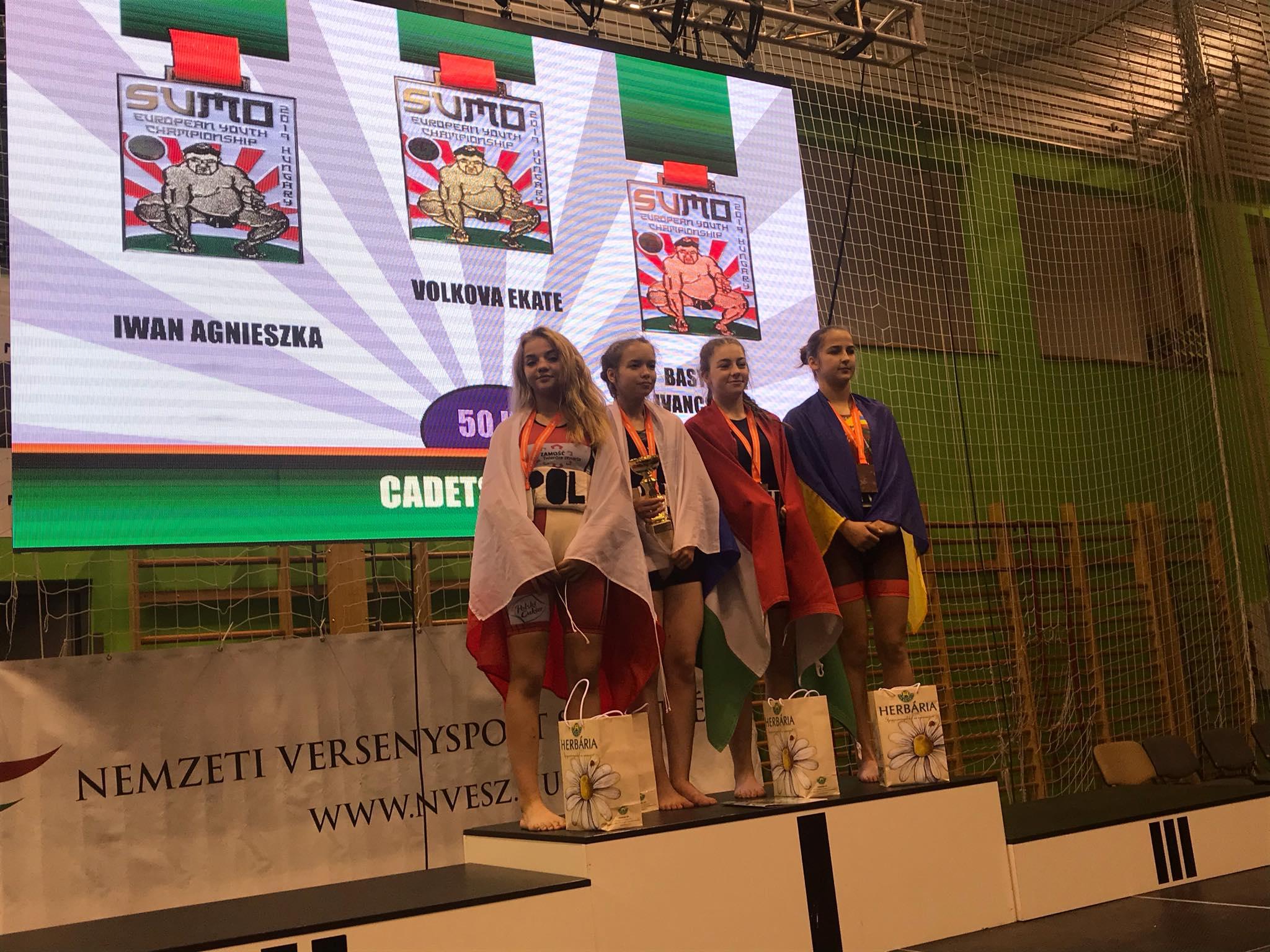 72329136 2539381109452268 7512016767003131904 n Zawodnicy Agrosu przywieźli z Węgier trzy medale!