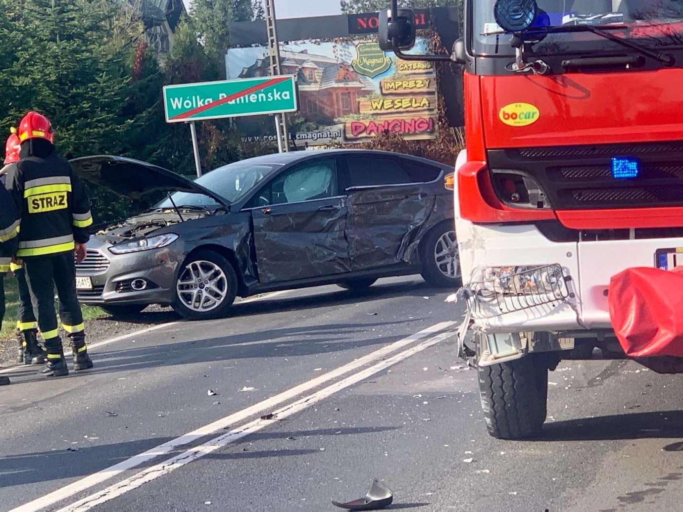 73513563 429026367749872 1183908976387948544 n Kalinowice: Wypadek na DK nr 17. Wóz strażacki zderzył się z osobówką