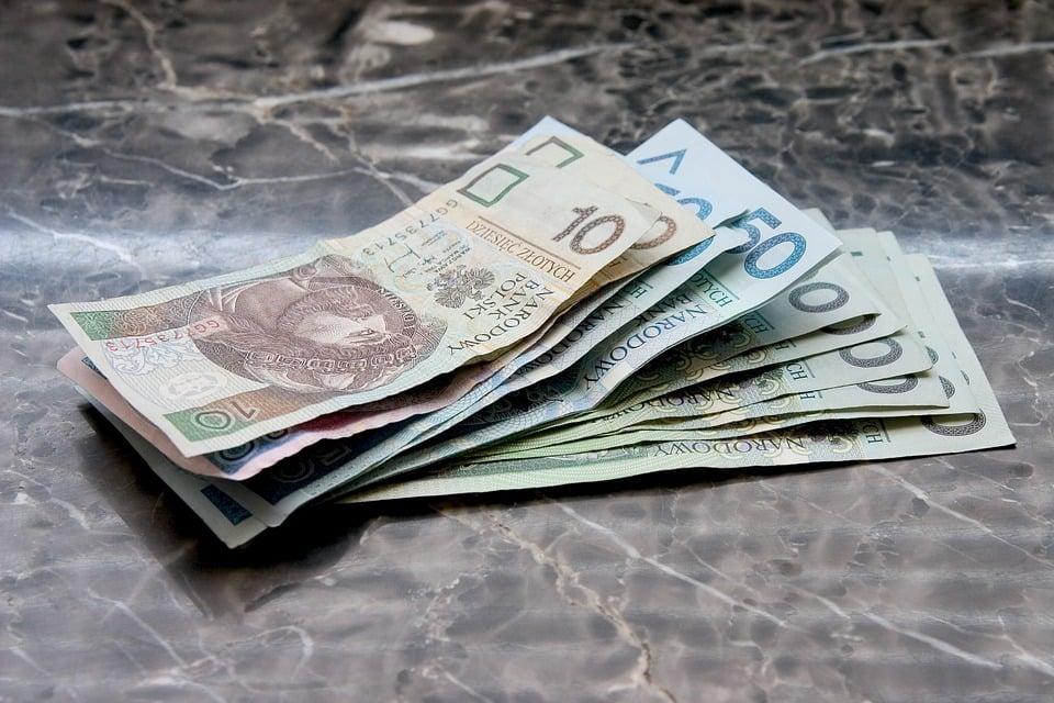 money 661584 960 720 Student z rentą rodzinną musi pamiętać o zaświadczeniu