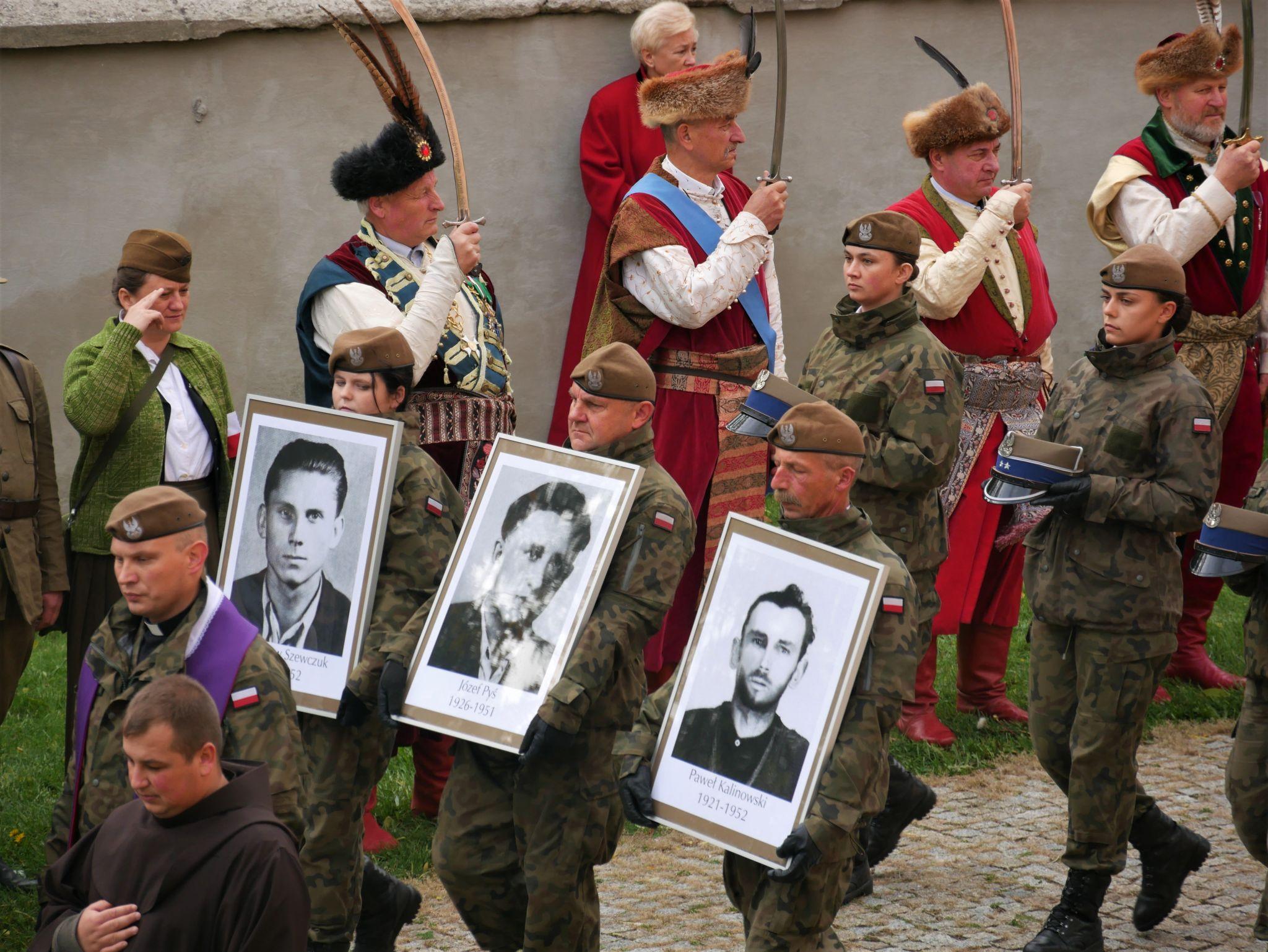p1130646 Piękne pożegnanie trzech odnalezionych żołnierzy II Inspektoratu Zamojskiego AK [FOTORELACJA]