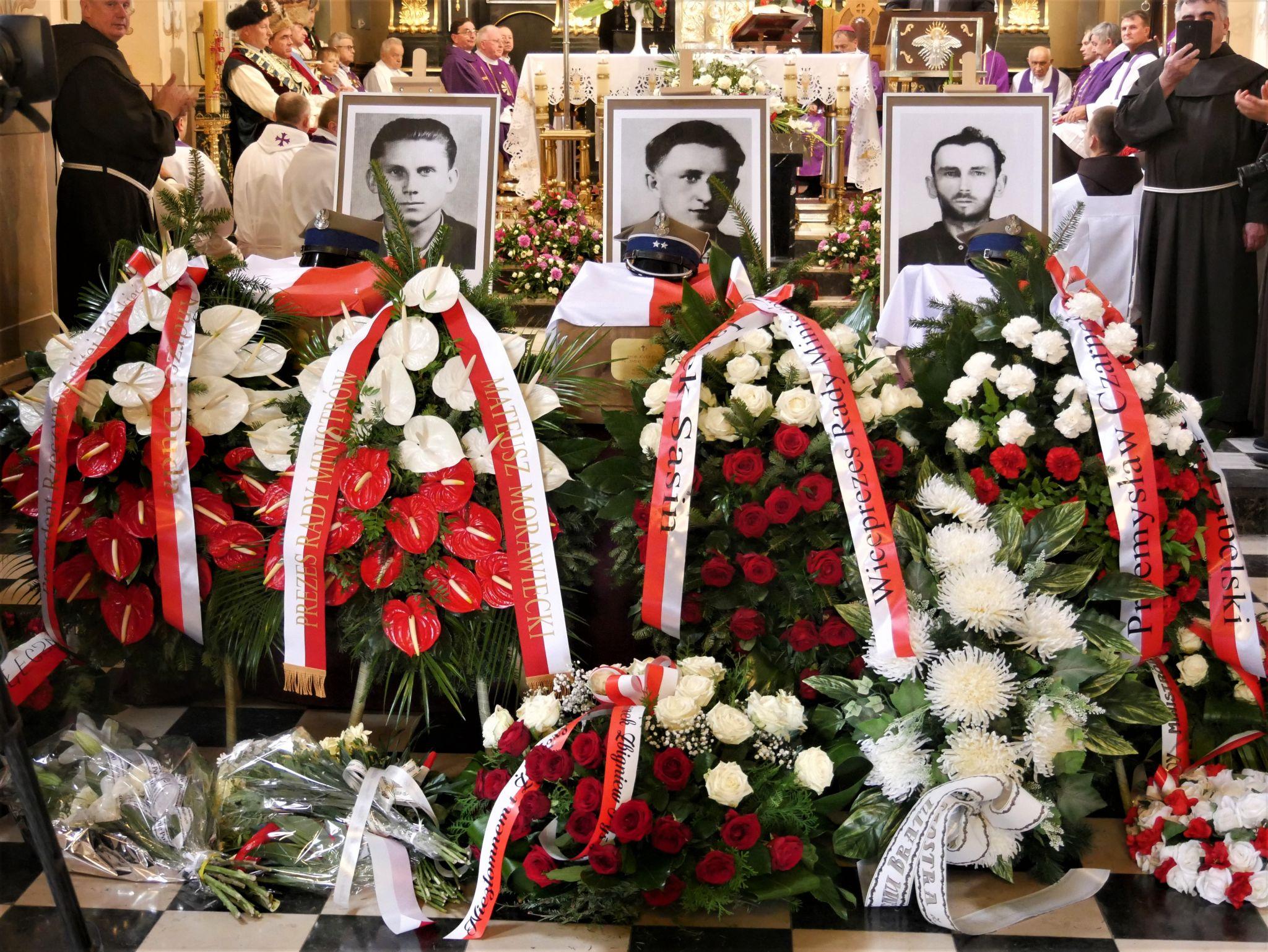 p1130759 Piękne pożegnanie trzech odnalezionych żołnierzy II Inspektoratu Zamojskiego AK [FOTORELACJA]