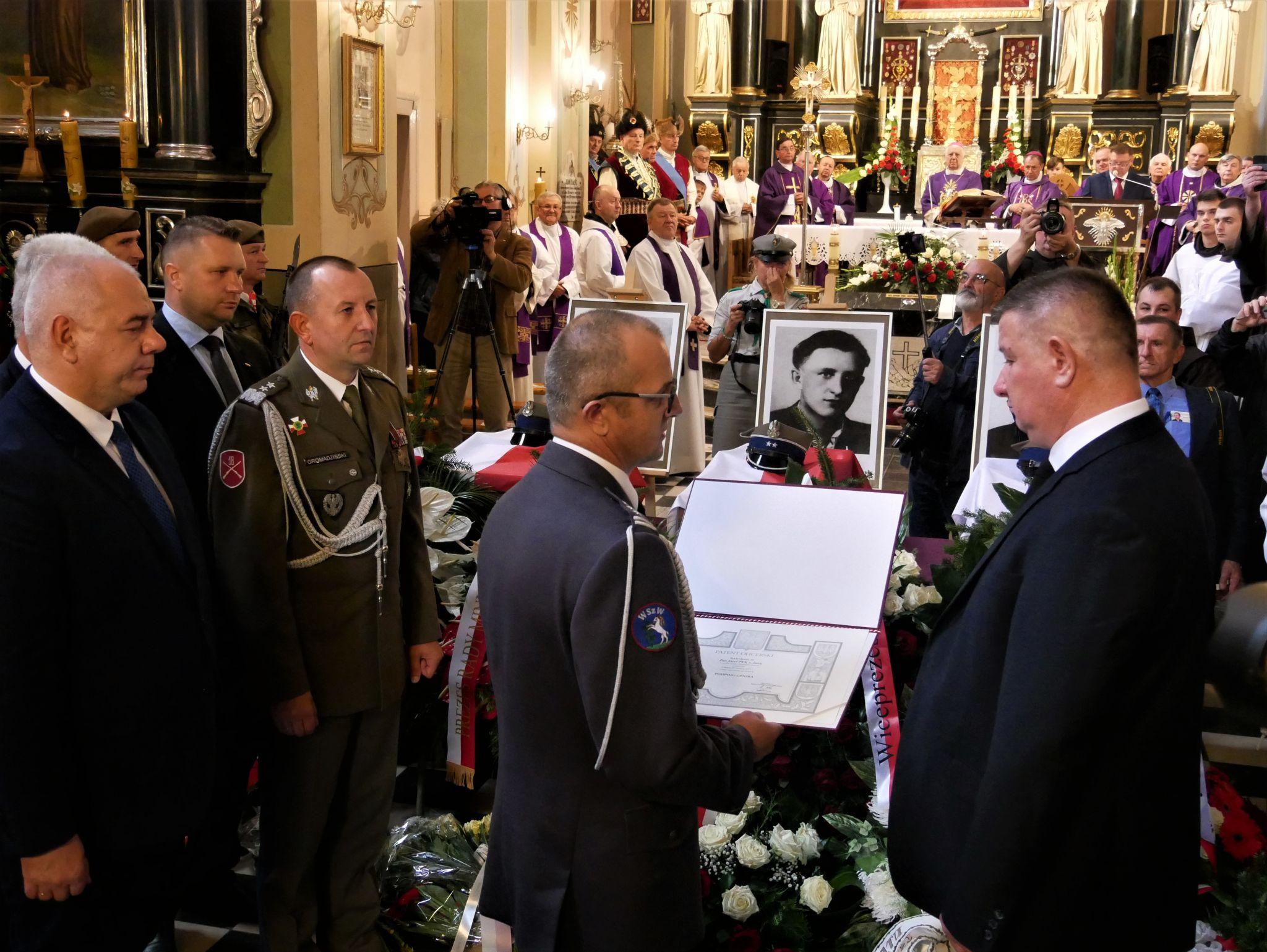 p1130799 Piękne pożegnanie trzech odnalezionych żołnierzy II Inspektoratu Zamojskiego AK [FOTORELACJA]