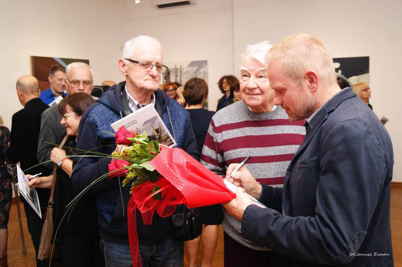 piotr tymochowicz bwa galeria zamojska fot janusz zimon 20 Zamość: Wernisaż wystawy Piotra Tymochowicza