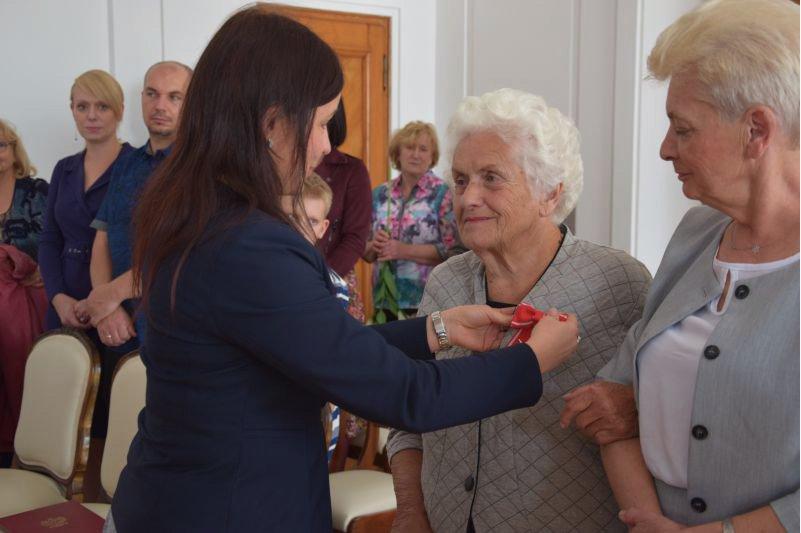 zrzut ekranu 2019 10 17 o 12 59 19 Halina Błaszczyk odznaczona Krzyżem Komandorskim Orderu Odrodzenia Polski.