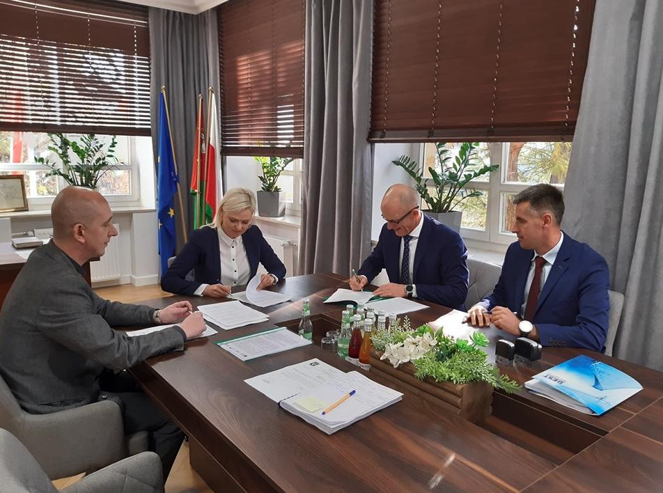 zrzut ekranu 2019 10 24 o 12 36 30 Hrubieszów: Umowa na budowę krytej pływalni podpisana