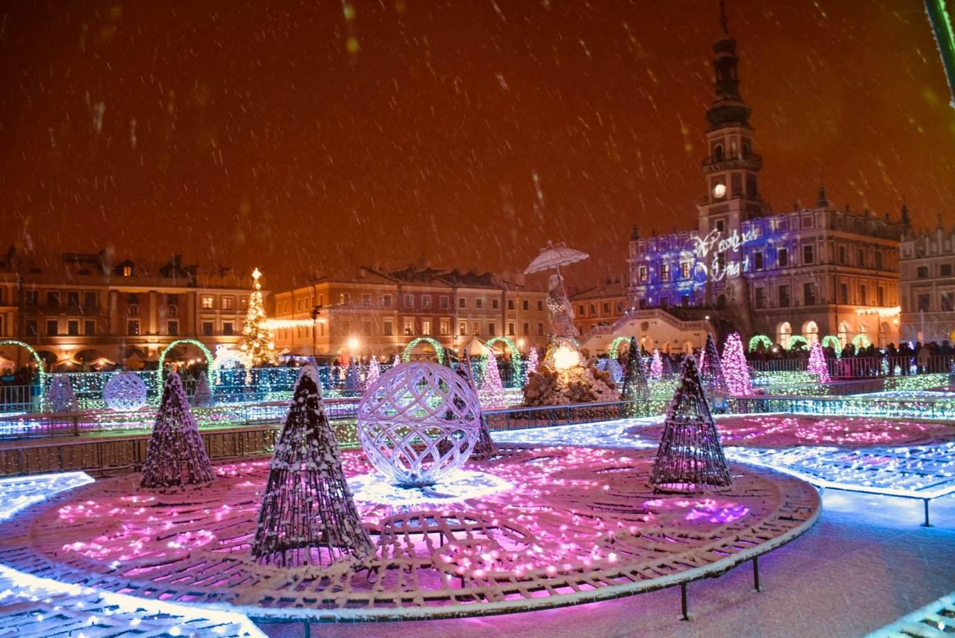 22 Świetlny labirynt w sercu miasta. Zamość uroczyście odpali świąteczne iluminacje