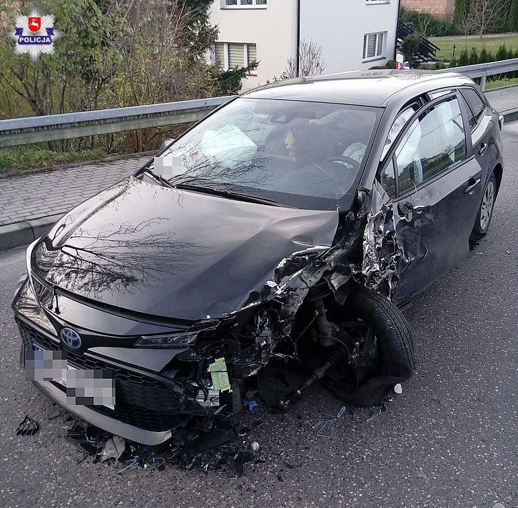 68 157989 24-latek zasnął za kierownicą. Zderzył się z cieżarówką