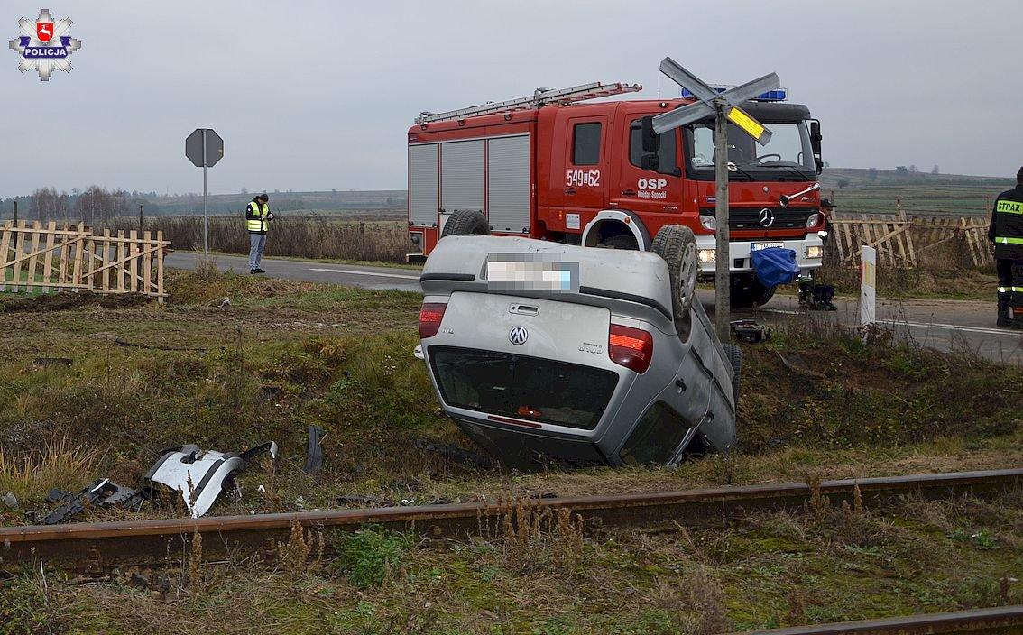 68 158339 Wjechał na tory i zderzył się z pojazdem szynowym (zdjęcia)