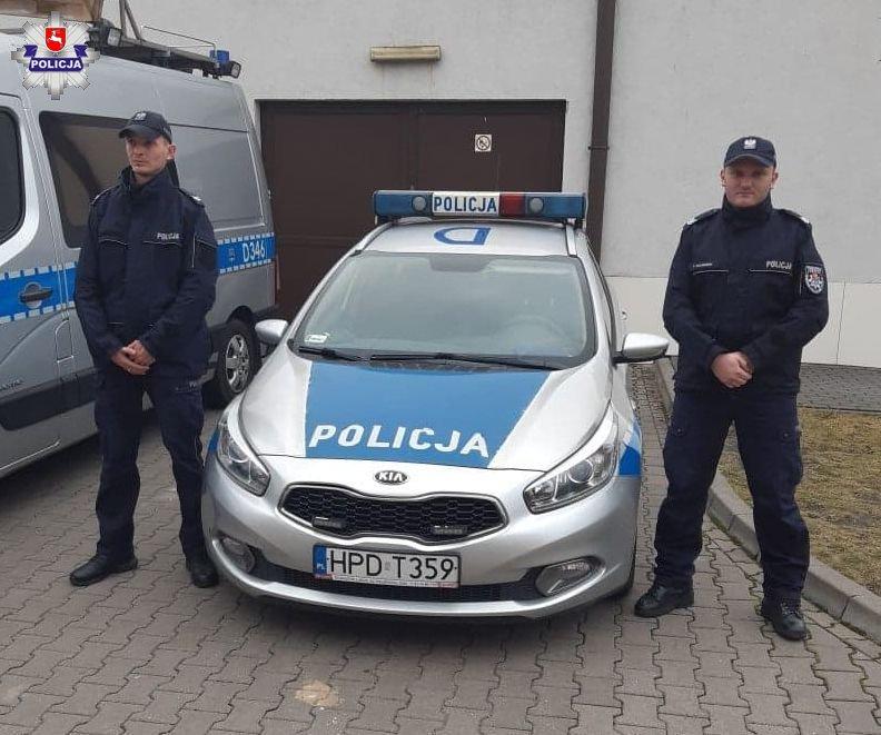 68 158385 Policjanci pomogli mężczyźnie, który dostał ataku padaczki