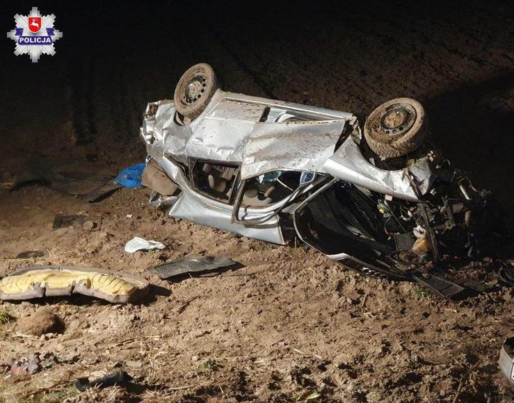 68 158764 28 - latek wypadł z drogi i dachował. Prawdopodobnie był pijany