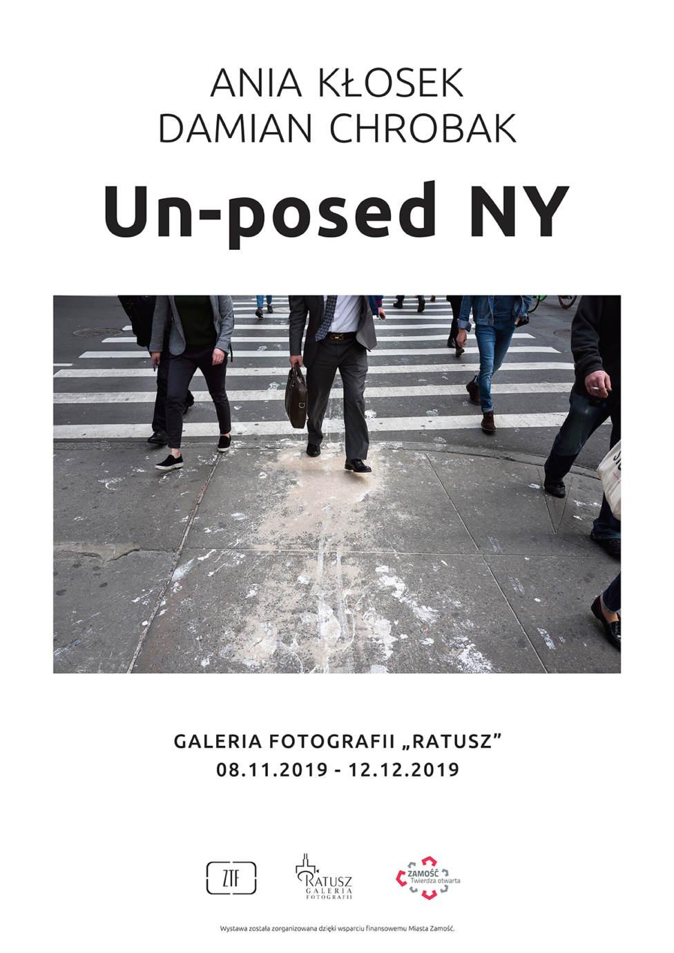 """unposed plakat web Wystawa """"Un-posed NY"""" w Galerii Fotografii Ratusz"""