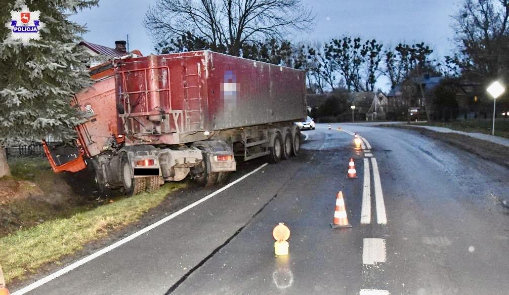 68 159762 Kierowca auta leżał obok pojazdu i posiadał obrażenia ciała.