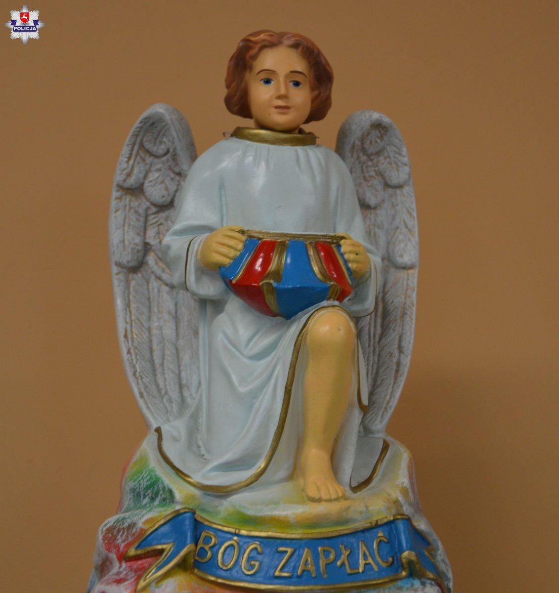 68 160649 Z bożonarodzeniowej szopki skradziono figurkę aniołka. Były w niej datki
