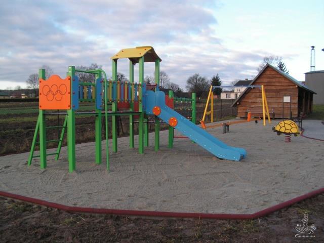 pict0014 1 1 Szczebrzeszyn: Jest nowe miejsce zabaw dla dzieci