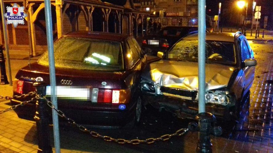68 161292 16- latek podkradł ojcu auto. Uszkodził dwa samochody i znak drogowy