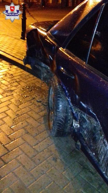 68 161294 16- latek podkradł ojcu auto. Uszkodził dwa samochody i znak drogowy