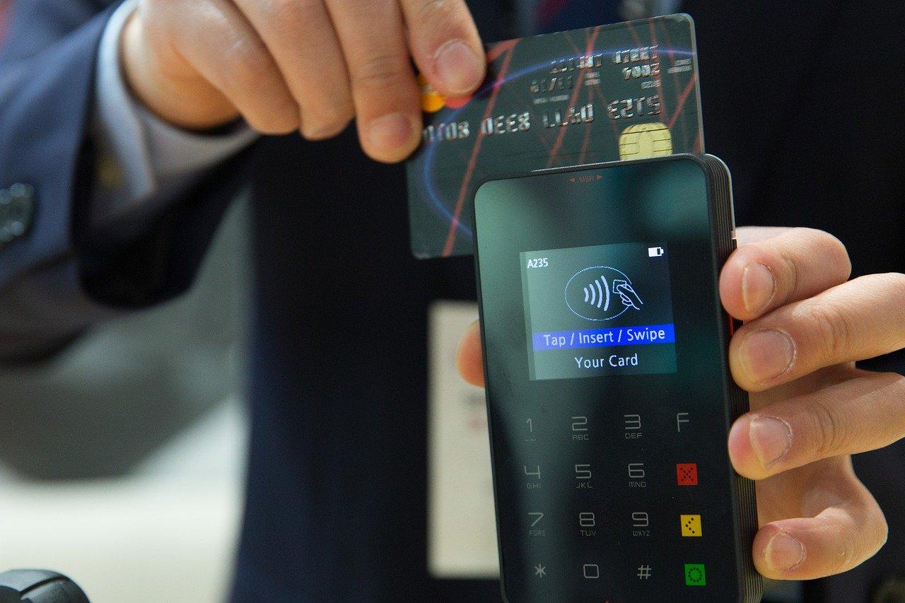 credit card 1730085 1280 Mieszkanka gminy Łabunie 2 tygodnie czekała na zamówione meble.
