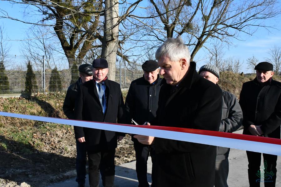 dsc 1095 1 1,3 km nowego asfaltu w gm. Szczebrzeszyn