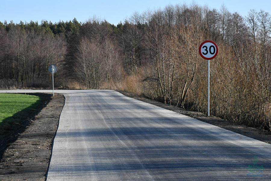 dsc 1178 1 1,3 km nowego asfaltu w gm. Szczebrzeszyn
