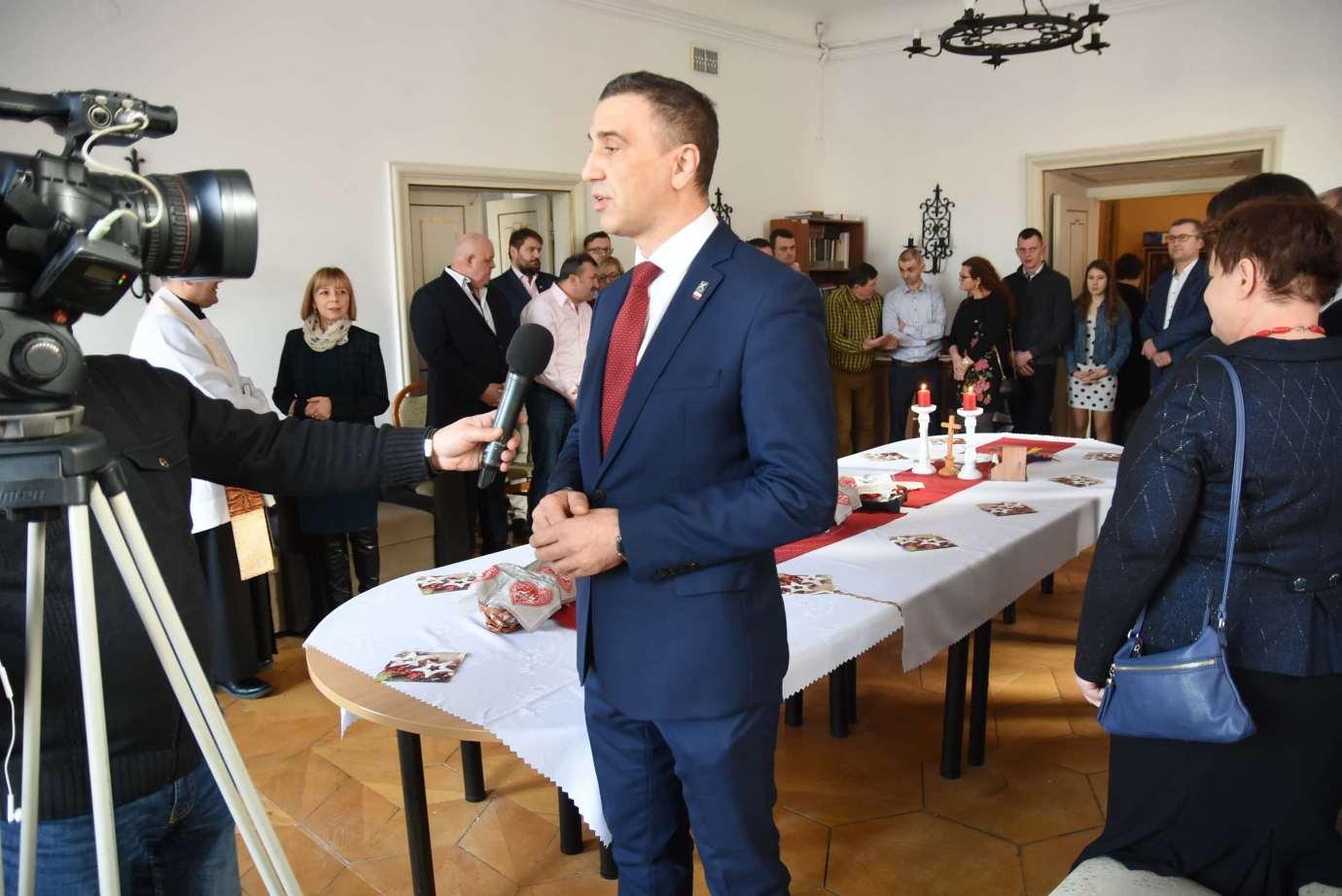 dsc 4004 Zamość: Otwarcie nowego biura poselskiego Jarosława Sachajko. [ZDJĘCIA, FILM]