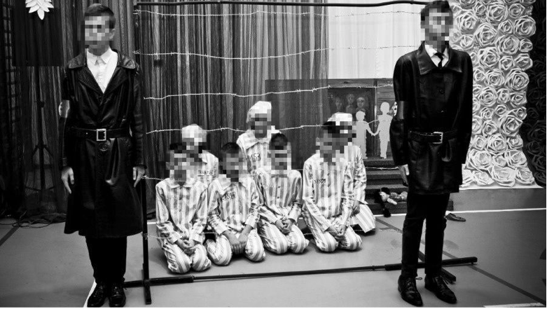 zrzut ekranu 2020 01 2 o 11 21 33 Lewica oburzona spektaklem w SP w Łabuniach. Uczniowie zagrali gestapowców i więźniów Auschwitz