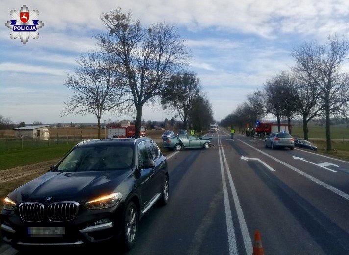 68 163477 Kierowca BMW doprowadził do zderzenia z Passatem