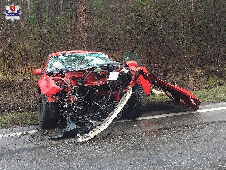 68 163622 Czołowe zderzenie busa i Audi. Droga jest zablokowana!