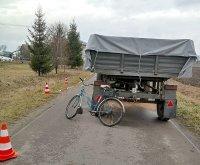 68 163693 m Tragiczny wypadek. 45-letni rowerzysta zginął pod przyczepą ciągnika