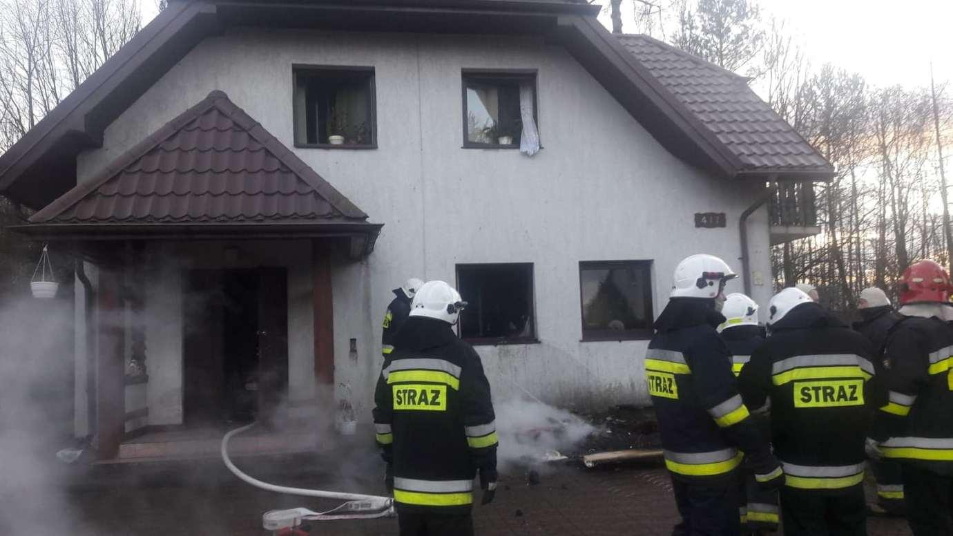 kot1 Gm. Zamość: Strażacy uratowali z pożaru domu trzy koty. Podali im tlen [ZDJĘCIA]